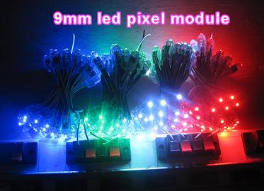 La pubblicità principale variopinta delle illuminazione della decorazione del pixel di alta luminosità canta le lettere di canale principali della lampadina